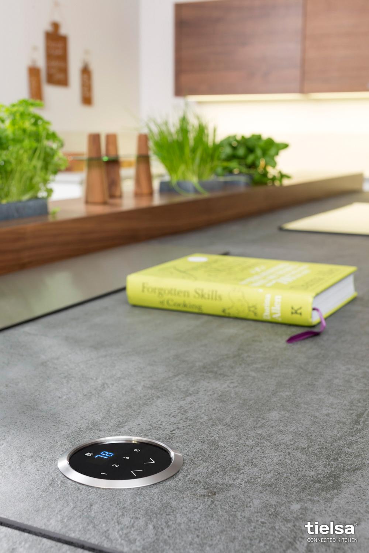 tielsa die bewegte k che kochen essen. Black Bedroom Furniture Sets. Home Design Ideas