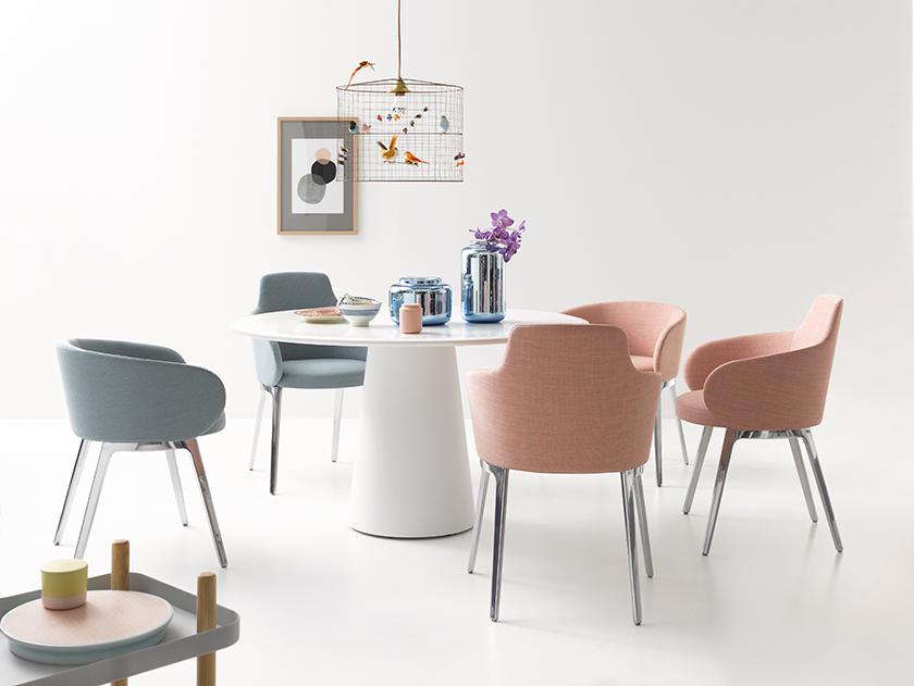 Cor Roc Stühle und Conic Tisch