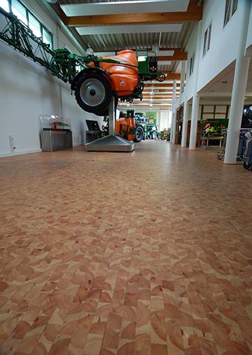 Werkstattboden aus Kiefer-Holzpflaster © Fachverband Holz-pflaster/OPW Oltmanns & Willms