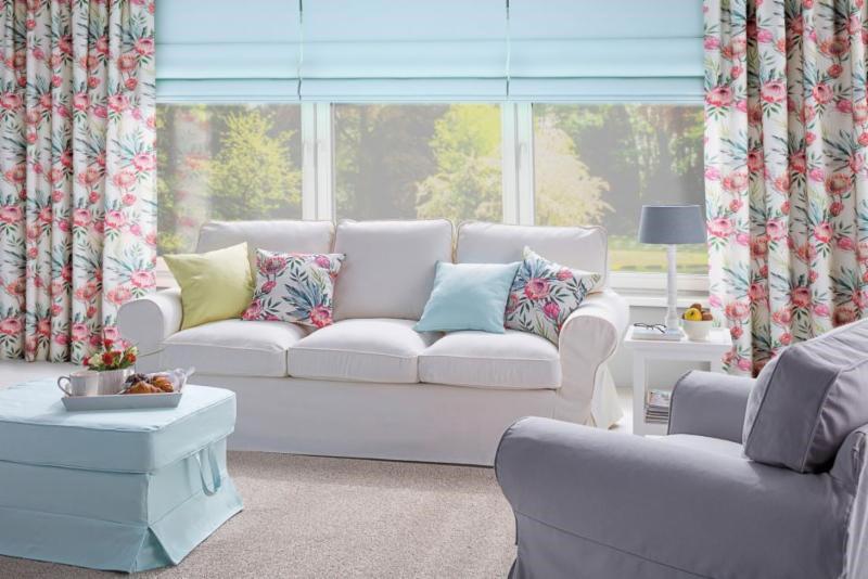 Besonders dekorative Kombination von Raffrollos und Vorhängen © Dekoria