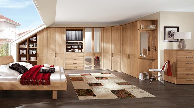 Offenporige Massivholzmöbel lassen die Luftfeuchtigkeit im Innenraum auf 45 bis 55 Prozent einpendeln © IPM/InCasa