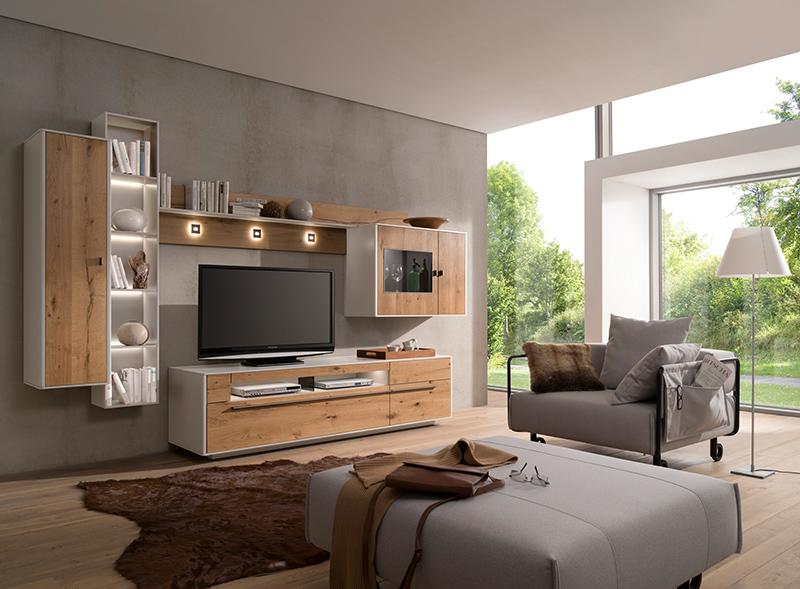 Individuell wählbare Wohnwandmodule komplettieren den privaten Rückzugsort Wohnzimmer © VDM/Gwinner